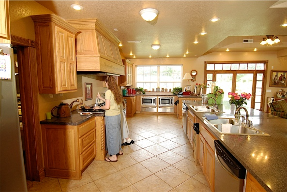 Wide angle picture of the kitchen in TLC's 19 kids and counting