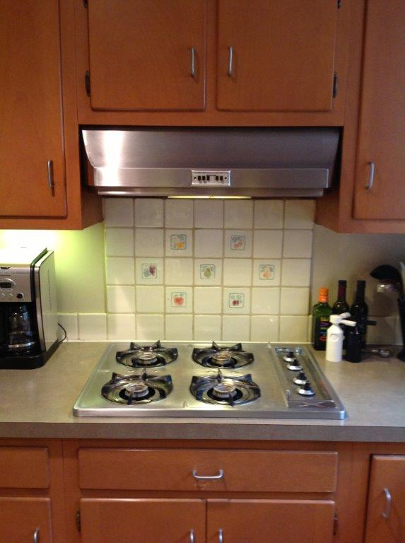 Past-model gas cooktop with under cabinet ventilation above